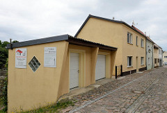 Garagen an den Hang gebaut - Mühlenstraße in Belgern.