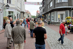 Fussgänger*Innenzone - Geschäftsstrasse Rüütli in Pärnu.