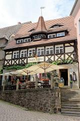 Historisches Weinhaus An der Frauenkirche in Meißen; erbaut 1523 - Baustil der Renaissance mit Fachwerk; ehemaliges Tuchmacherhaus.