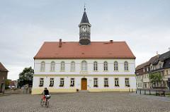 Marktplatz von Schildau - Blick auf das Rathaus.