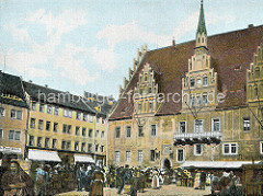 Altes Bild vom Rathaus in Meißen - erbaut 1486, Baustil der Spätgotik; Marktstände mit Körben.