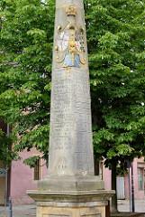 Postdistanzsäule / Postmeilensäule - verkehrshistorisches Denkmal in Belgern; ursprünglich aufgestellt 1730 - 1963 abgebaut; 1966  Kopie von Bildhauer H. Geist erstellt.