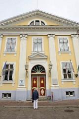 Rathaus in Pärnu, erbaut 1787; ehem. Wohnhaus - frühklassizistischer Baustil, ab 1839 Nutzung als Rathaus der Stadt.
