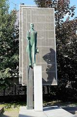 Bronzeskulptur - Jaan-Tõnisson Denkmal in Tartu, ehem. estnischer Staatsmann und Journalist.