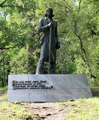 Das Denkmal für Kristjan Jaak Peterson, estnischer Schriftsteller; aufgestellt 1983 auf dem Domberg  - Künstler  J. Soans und A. Murdmaa.