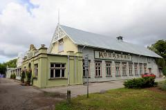 In Pärnu wurde 1838 das erste städtische Kurbad eröffnet; das historische Kurhaus / Kursaal wurde im Stil der Kurarchitektur 1893 errichtet.