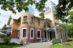 Ammende Villa in Pärnu - Herrenhaus / Jugendstilarchitektur, erbaut 1904. Bauherr Kaufmann Ammende - Architekten Mieritz & Gerassimov / St. Petersburg. Gebaut für die Tochter des Kaufmanns, seitdem Nutzung u.a. als Sommerkasino, Club.