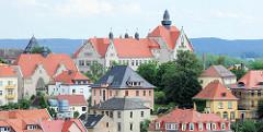 Blick über die Häuser am Ratsweinberg zum Gymnasium Franziskaneum; Einweihung des Gebäudes als Realschule und Realgymnasium 1907.