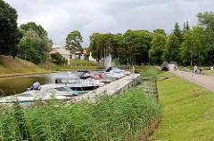 Marina, Sportbootanleger im Wallgraben von Pärnu.