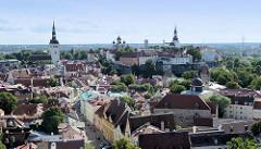 Blick über die Altstadt von Tallinn zum Domberg.
