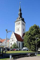 Nikolaikirche in Tallinn - erbaut um 1420; im Krieg zerstört - Neuaufbau bis 1984, jetzt Nutzung als Konzertsaal und estnisches Kunstmuseum.