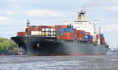 Das Containerschiff CSAV APPENNINI auf der Elbe vor Hamburg Oevelgoenne - im Hintergrund ist der Museumshafen zu erkennen. Die CSAV APPENNINI wurde 1997 gebaut und kann bei einer Länge von 294m 4545 Standard-Container an Bord nehmen.