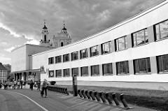 Gebäude der ehem. Sportschule - heute Gymnasium Salomėja Nėris in Vilnius; erbaut 1964 - Architekt L. Kazarinskis.
