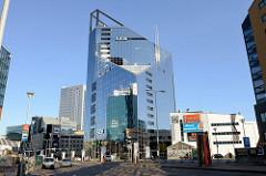 Moderne Glasarchitektur - Bankgebäude in der Tallinner Innenstadt.