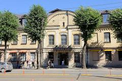 Historisches Backsteingebäude - Fassade mit gelben Ziegeln; Mere puiestee / Quartier Rotermann in Tallinn.