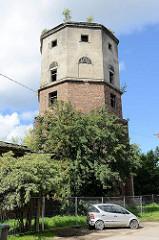 Leerstehender, ungenutzter historischer Wasserturm in Tallinn.