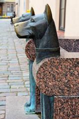 Brunnen - Bronzehunde; Skulptur in Kaunas.