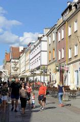 Altstadt von Olsztyn - Fussgängerzone mit Restaurants und Geschäften.