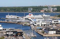 Blick auf den Hafen von Tallinn - Kreuzfahrtschiffe am Anleger.