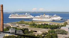 Blick auf den Hafen von Tallinn - Kreuzfahrtschiffe am Anleger / Terminal.