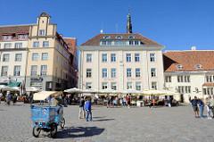 Historische Häuserzeile am Rathausplatz / Raekoja plats von Tallinn
