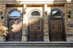 Alte Eingangstüren / historische Holztüren in Tallinn.