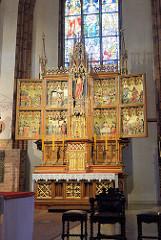 Hochaltar in der Kathedrale St. Jacob von Olsztyn; neogotisch aus der 2. Hälfte 19. Jh., plastischer Bildschmuck von der Nürnberger Firma Rotermundt, mit eingebautem Renaissance-Flügelaltar von 1552 aus der 1806 abgebrochenen Kreuzkirche.