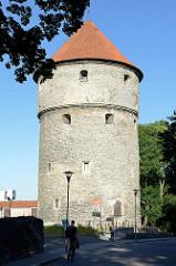 Kiek in de Kök - hochdeutsch Kuck in die Küche; ehem. Kanonenturm der Tallinner Stadtbefestigung, erbaut 1475 - jetzt Nutzung als Stadtmuseum.