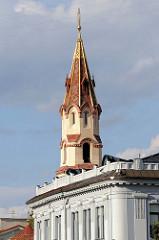Kirchturm der russisch orthodoxen St. Nikolaus Kirche  in Vilnius.
