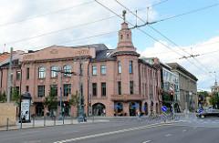 Neoklassizistische Architektur - Kaufhausgebäude mit Atlasfigur auf dem Eckturm - Gedimino Prospekt in Vilnius.