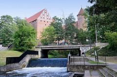 Burg Allenstein, Deutschordensburg - im Ursprung 1360 errichtet; Wehr vom Fluss Łyna /  Alle.