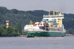 Der Containerfeeder ANDREA auf der Elbe Hoehe Hamburg Wittenbergen. Der 2005 gebaute FRachter passiert gerade des Unterfeuer; das Schiff kann 868 TEU Container transportieren.