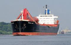 Der unter der Flagge von Liberia fahrende Massengutfrachter YEOMAN BANK hat den Hamburger Hafen verlassen und fährt elbabwärts Richtung Nordsee. Der Bulk Carrier hat eine Längge von 204 m sowie eine Breite von 27m; die Tragfähigkeit des Frachtschiff