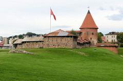 Burganlage / Burgmauern mit Wehrturm in Kaunas, Litauen.