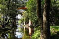 Der Fluss Łyna / Alle in Olsztyn - im Hintergrund  Bahnviadukte.