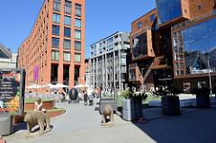 Platz und Neubauten - Wohnäuser im Quartier Rotermanni in der Tallinner Innenstadt.