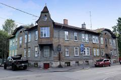 Historisches Wohnhaus / Eckgebäude mit Holzfassade, Holzbauweise Straße Ristiku in Tallinn - Erkerturm aus Holz.