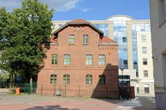 Gerichtsgebäude / Amtsgericht in Olsztyn - neu + alt; historische und moderne Architektur.