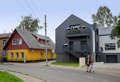 Moderne und historische Architektur - Neubau und Wohnhaus mit Holzgiebel -  A. Mackevičiaus in Kaunas.