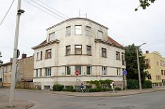Rundes Eckgebäude, Wohnhaus - Architektur der 1930er Jahre, Žemaičių / P. Višinskio in Kaunas.