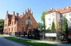 Backsteingebäude mit Treppengiebel, Verwaltungsgebäude in Olsztyn.