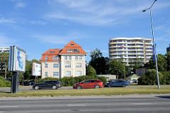 Hauptverkehrsstraße Pirita tee in Tallinn.