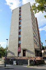 Hochhaus mit Rauhputzfassade - Architektur in Olsztyn.