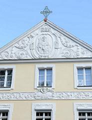 Giebel / Fassade vom Bischofspalast in Olsztyn, neobarockes Gebäude - errichtet 1772, Umbau mit Jugendstilelementen 1907.