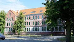 Leerstehendes Ziegelgebäude im Bereich der Artilleriekaserne von Olsztyn.