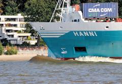 Das Frachtschiff Hanni in Fahrt vor Hamburg Blankenese.