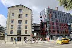 Alt + Neu, Architektur in Tallinn - Quartier Rotermann; historische Gewerbearchitektur, Ziegelspeicher und modernes Wohnhaus.