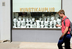 Gipsskulpuren / Büsten aus Gips; Kunstgeschäft / Kunstikauplus in Tallinn.