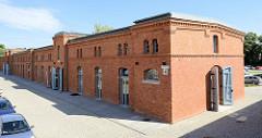 Gebäude der Artilleriekaserne von Olsztyn - erbaut 1889; neoromanische Backsteingebäude; jetzt gewerbliche Nutzung.