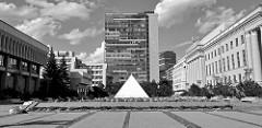 Platz vor dem Litauischen Parlament - Pyramide mit litauischem Staatsgebiet zur Übernahme der EU-Ratspräsidentschaft 2013.